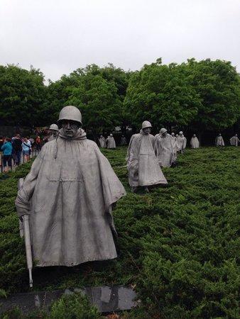 Monumento a los veteranos de la Guerra de Korea: Great statues.