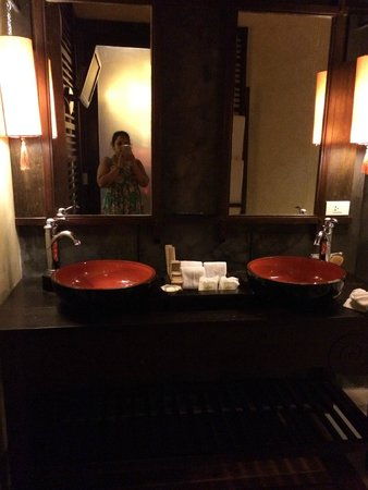 Phu Pi Maan Resort & Spa: Double sinks at the 2 bedroom villa