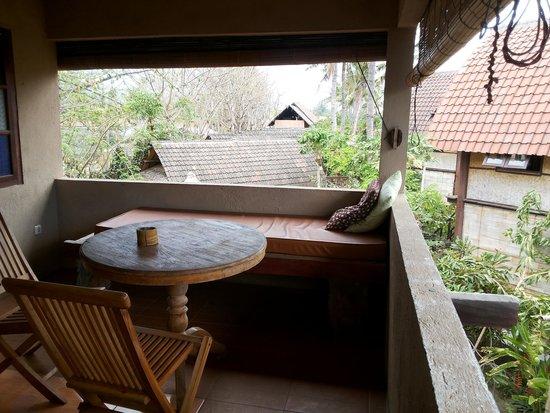 Wood Stock Home Stay: teras kamar