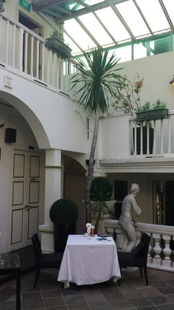 Senso Ristorante and Bar: Internal courtyard