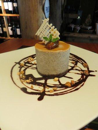 Pie de Cuba: Otro de nuestros postres...Mouse de banana relleno de dulce de leche con base de chocolate