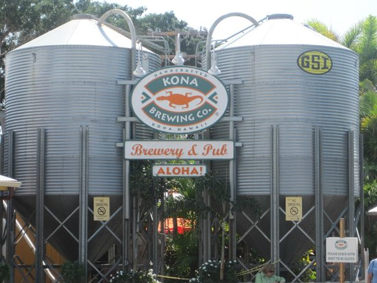 Kona Brewing Company Pub & Brewery: Tanks at Entrance to Pub