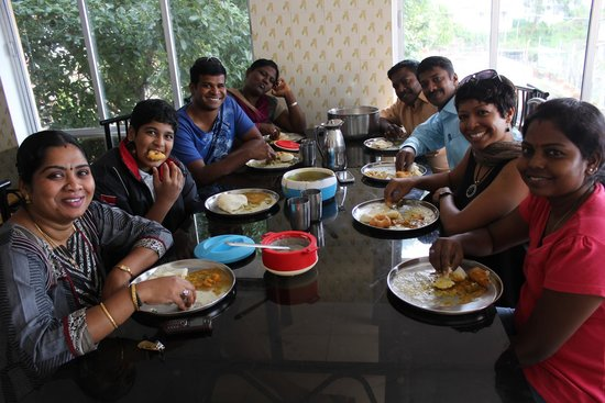 Kumaragiri Holiday Home: Breakfast