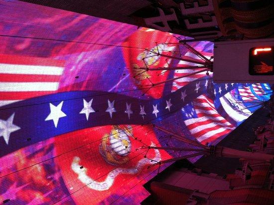 Fremont Street Experience : USA light show!