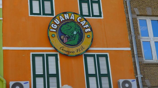 Iguana Cafe : front of cafe