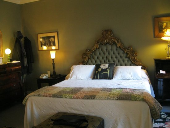 Tabard Inn: queen bed/private bath