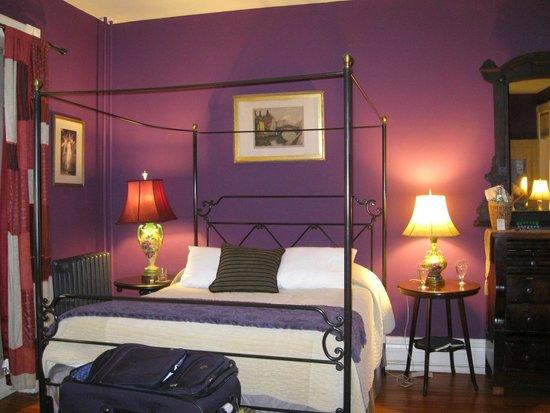 Tabard Inn: other queen bed