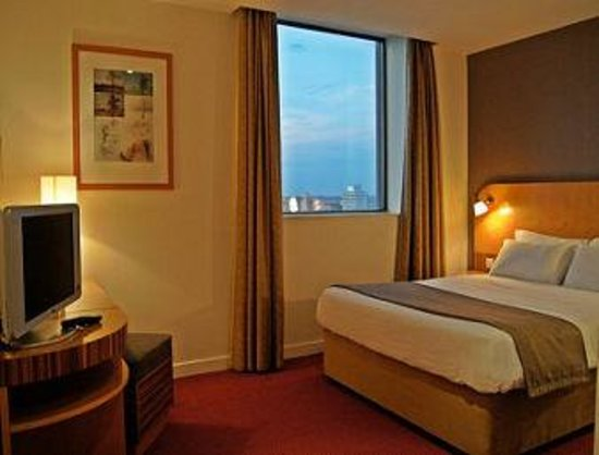Ramada Hotel & Suites Coventry: Room