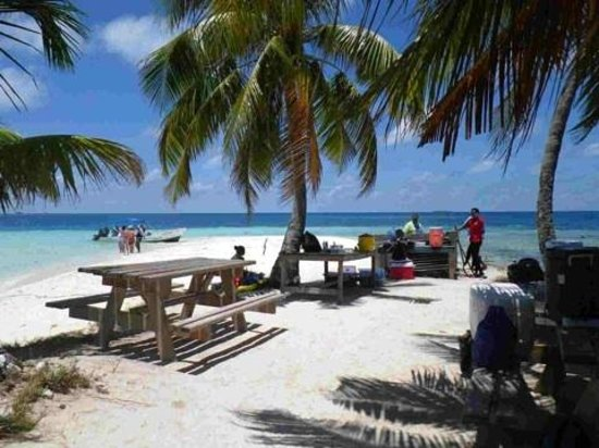 Chabil Mar: Lunch on tiny island while snorkeling