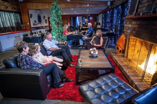 High Street Motor Inn: Log fire in the Restaurant