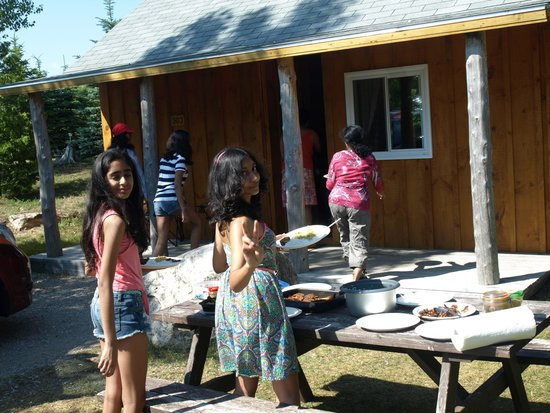 Tobermory Village Campground: Cooking and eating out doors