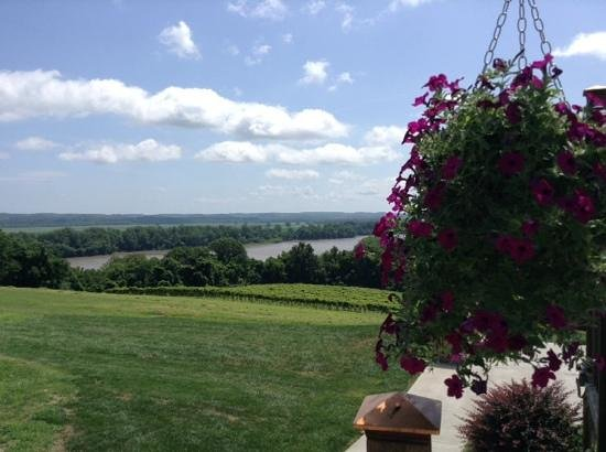 Oak Glenn Vineyard and Winery: Missouri River