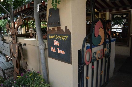 Oscar's Cafe: Entrance