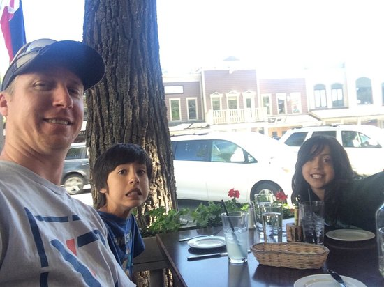 Cafe Genevieve: Myself and the kiddos on the patio!