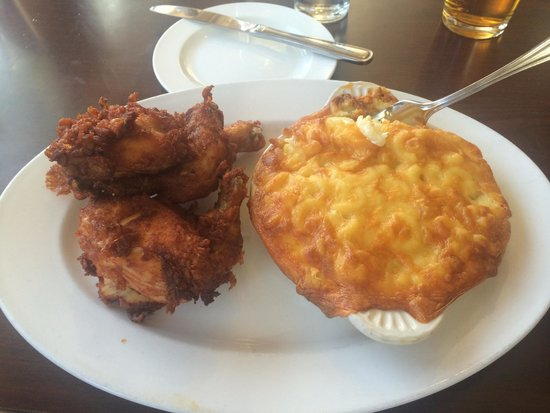 Cafe Genevieve: Farm Fresh fried chicken and Mac!!