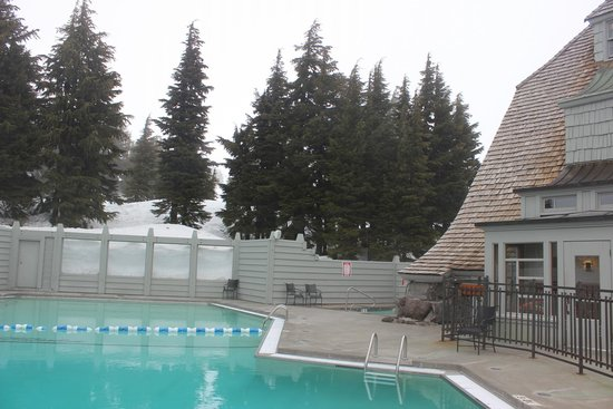 Timberline Lodge: A view of the heated pool.