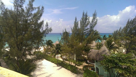 Pueblito Luxury Condohotel: Short waking distance to beach