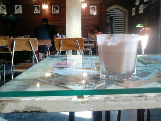 Revolver Espresso: Ice Cappucinno, and a bit of the interior
