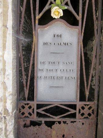 Friedhof Père-Lachaise (Cimetière du Père-Lachaise): inscription