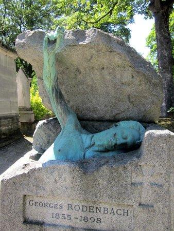 Friedhof Père-Lachaise (Cimetière du Père-Lachaise): Grave sculpture