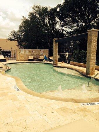 Holiday Inn Express Hotel & Suites Austin NW - Arboretum Area : The wonderful pool area