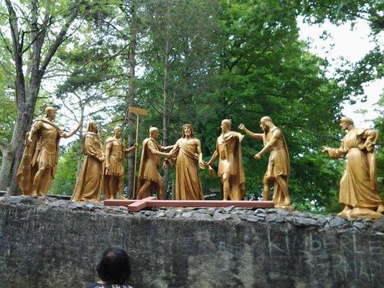 Sanctuaire Notre Dame de Lourdes : station of the cross