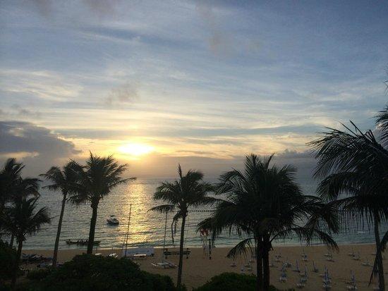 Hotel Moon Beach: 夕日?19時くらいの様子です。サンセットが有名なホテルだったのに結局その時間に部屋にいることがありませんでした苦笑
