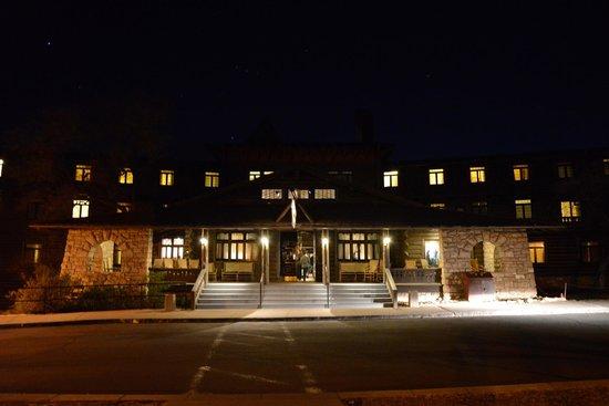 El Tovar Hotel: El Tovar at night