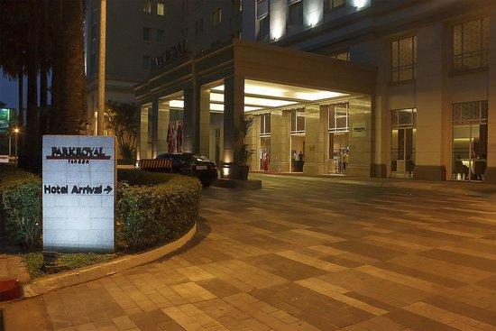 PARKROYAL Yangon: Hotel drive in