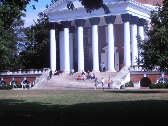 University of Virginia : Stately building and beautiful grounds