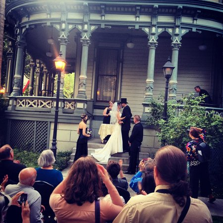 Hostelling International Sacramento: So romantic