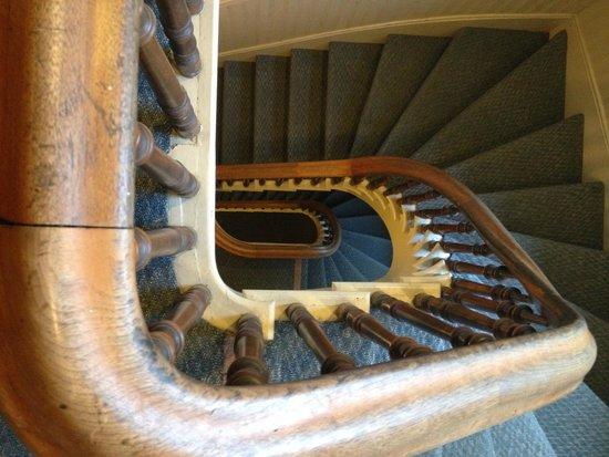 Hostelling International Sacramento : Staircase