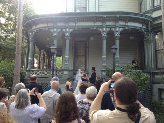 Hostelling International Sacramento : Wedding Day