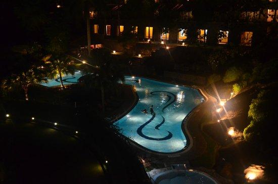 Earl's Regency : Pool View at night