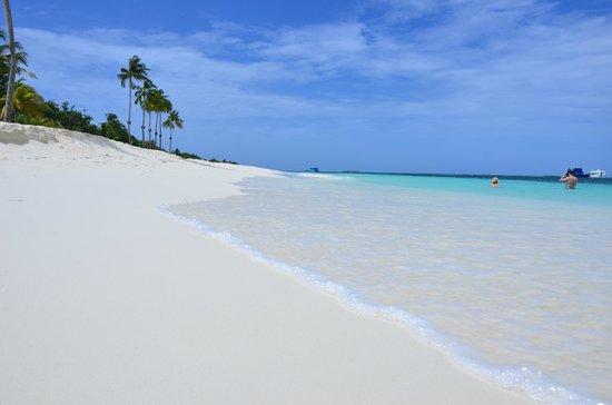 Kuredu Island Resort & Spa : Основной пляж