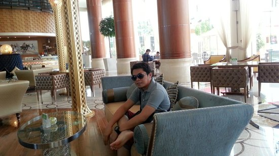 Khalidiya Palace Rayhaan by Rotana: Lobby