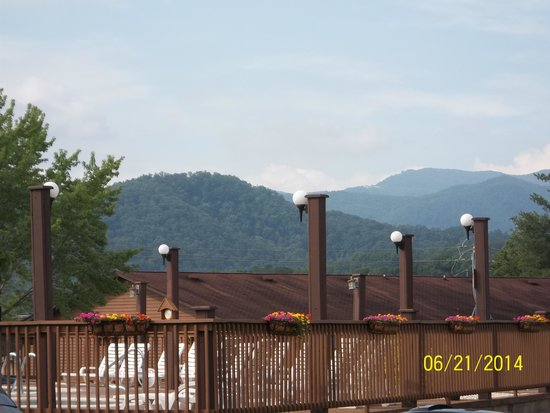 Oakmont Resort : View from pool