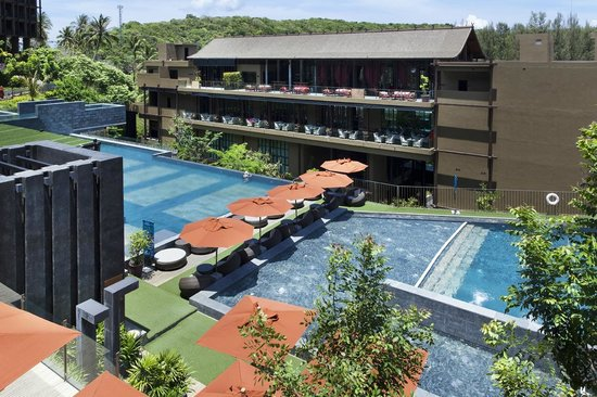 صنسوري بوكيت: Swimming Pool