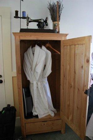 Valley Ford Hotel : nice bathrobes