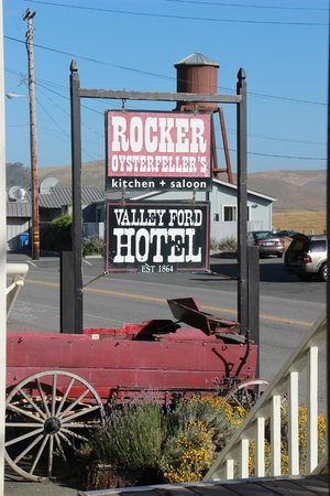 Valley Ford Hotel: Front Hotel sign