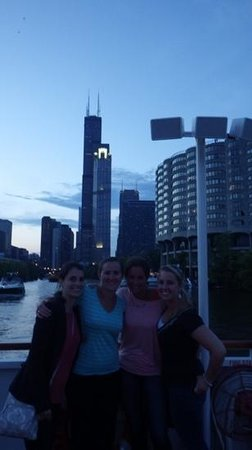 Shoreline Sightseeing : chicago skyline from the boat tour