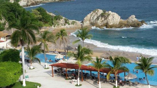 Dreams Huatulco Resort & Spa : Views from my 6th floor room's balcony