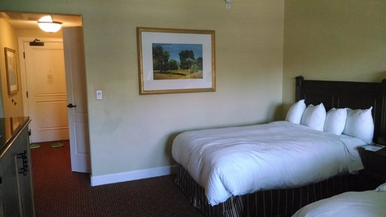 The Lodge at Sonoma Renaissance Resort & Spa: Room with tiny double bed