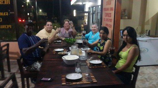 Chifa La Familia Feliz: Lunch with friends