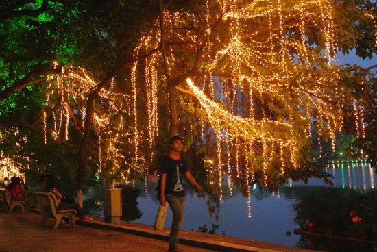 Lake of the Restored Sword (Hoan Kiem Lake): Night lights