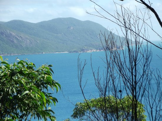 Fitzroy Island Resort : lighthouse walk view - top of island