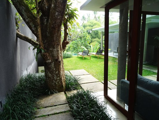 Aria Villas Ubud: First steps into villa 8