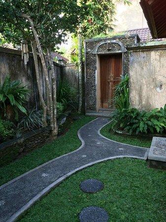 Nefatari Exclusive Villas: main villa door