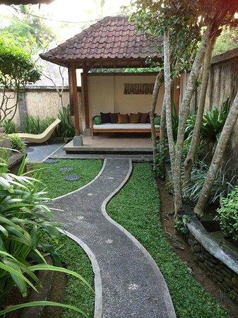 Nefatari Exclusive Villas: poolhouse view from main door