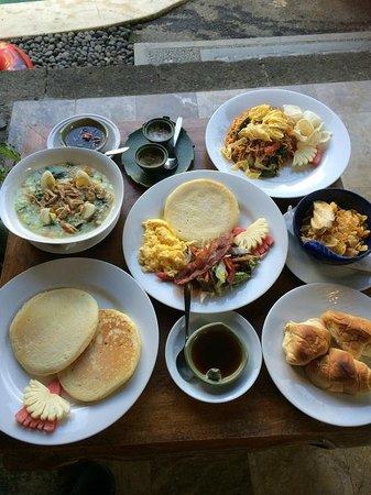 Nefatari Exclusive Villas: breakfast served in-villa (table 1)